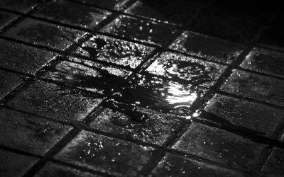 Corrió y corrió calle abajo…